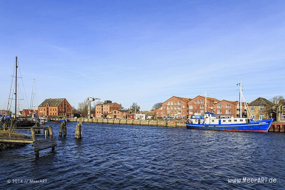 Blick auf den Hafen in Orth auf der Ostseeinsel Fehmarn // Foto: MeerART
