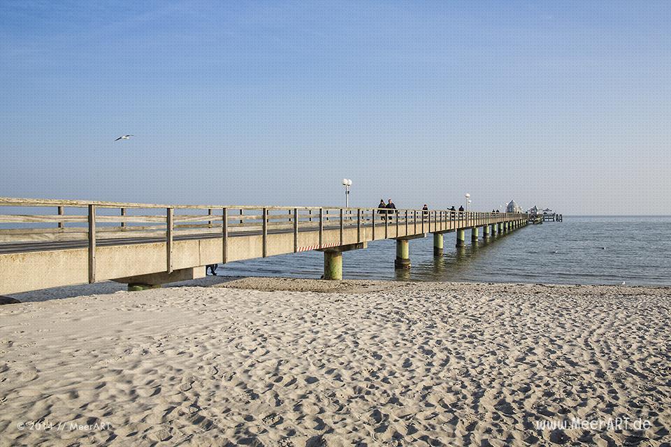 Seebrücke an einem Strandabschnitt an der Ostsee in Grömitz // Foto: MeerART