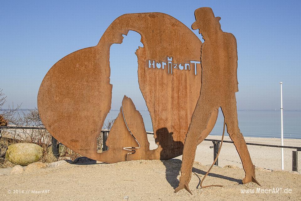 Das Udo Lindenburg-Denkmal (Künstler: Dieter Portugall) beim Martim Seehotel in Timmendorfer Strand // Foto: MeerART