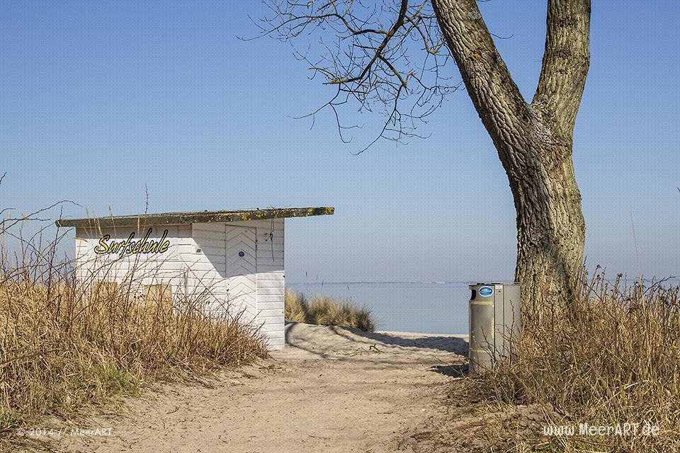 Zugang zum Strand mit einer Surfschule in Timmendorfer Strand // Foto: MeerART