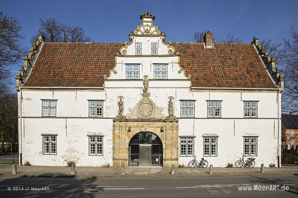 Das Torhaus des Schlosses in Husum // Foto: MeerART