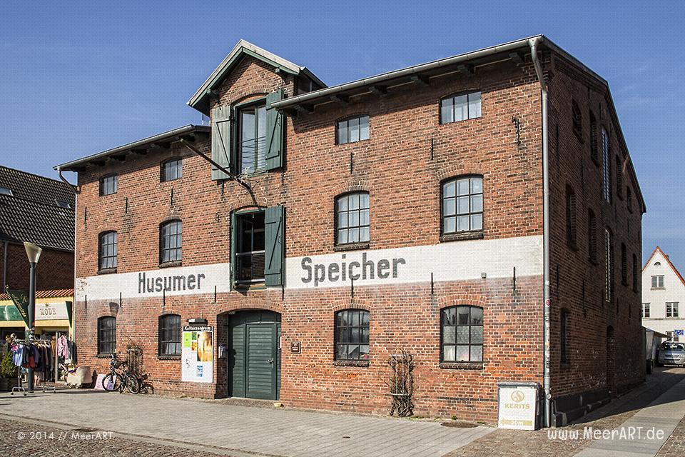 Der Husumer-Speicher am alten Hafen // Foto: MeerART