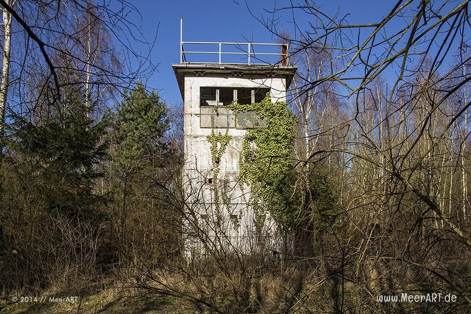 Ein Alter Grenzturm in einem Naturschutzgebiet auf dem Priwall bei Travemünde // Foto: MeerART