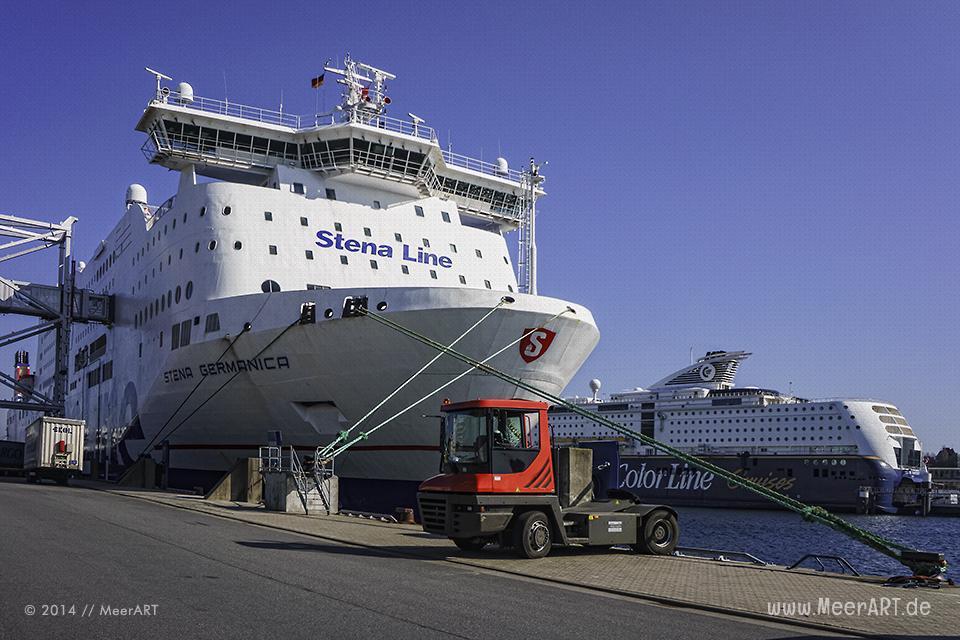 Ostseefähren im Hafen von Kiel // Foto: MeerART