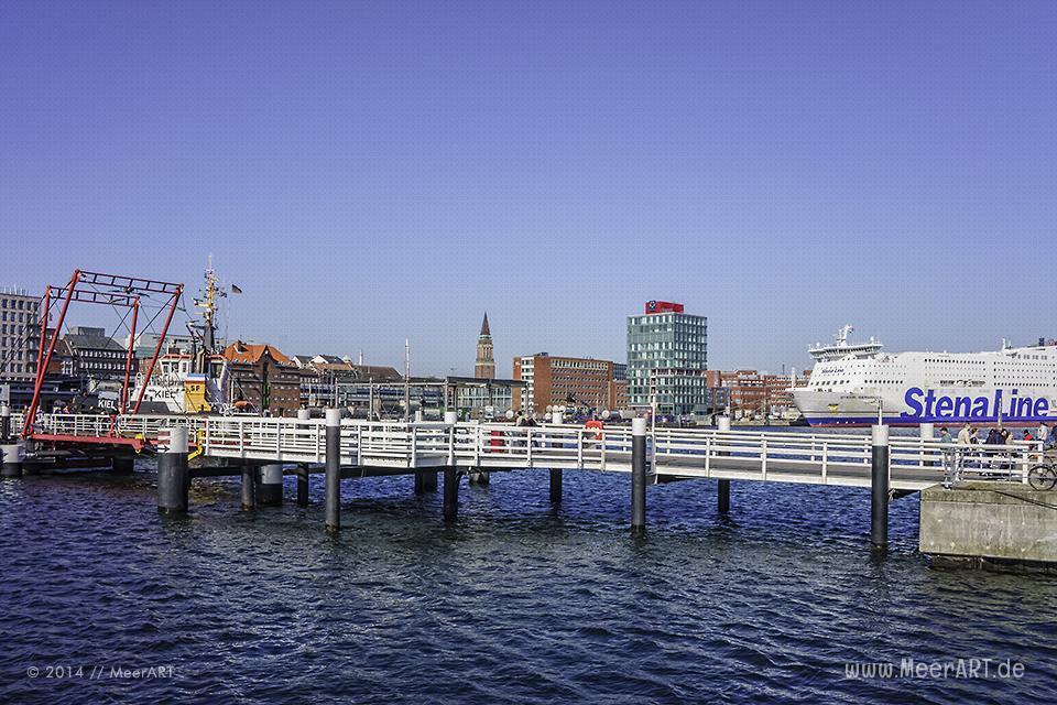 Die Hörnbrücke im Hafen von Kiel // Foto: MeerART