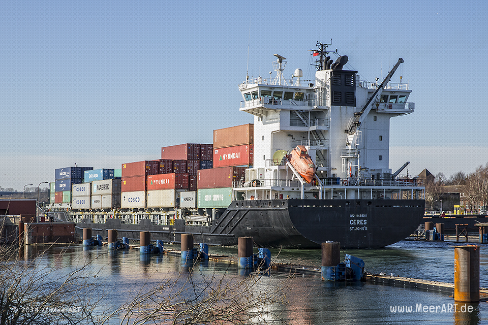 "Das Feederschiff ""CERES"" - IMO 9429211 // Foto: MeerART"