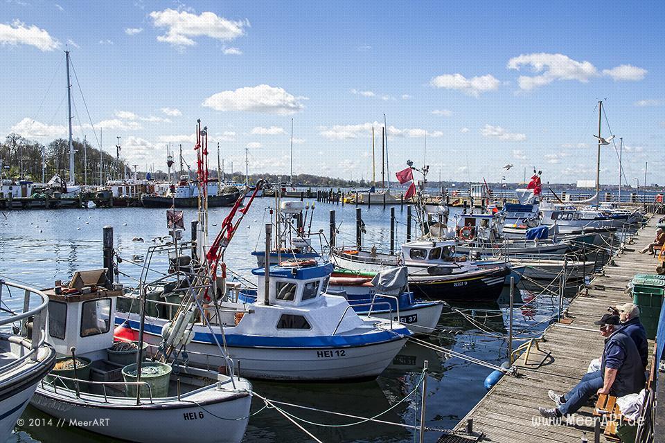 Fischerboote an ihrem Liegeplatz im Ostseehafen von Heikendorf/Möltenort // Foto: MeerART