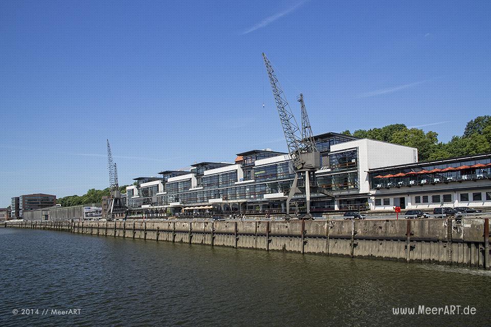 Gastronomie beim Altonaer Fischmarkt im Hamburger Hafen // Foto: MeerART