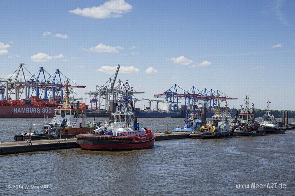 Schlepper liegen am Anlieger Neumühlen im Hamburger Hafen // Foto: MeerART