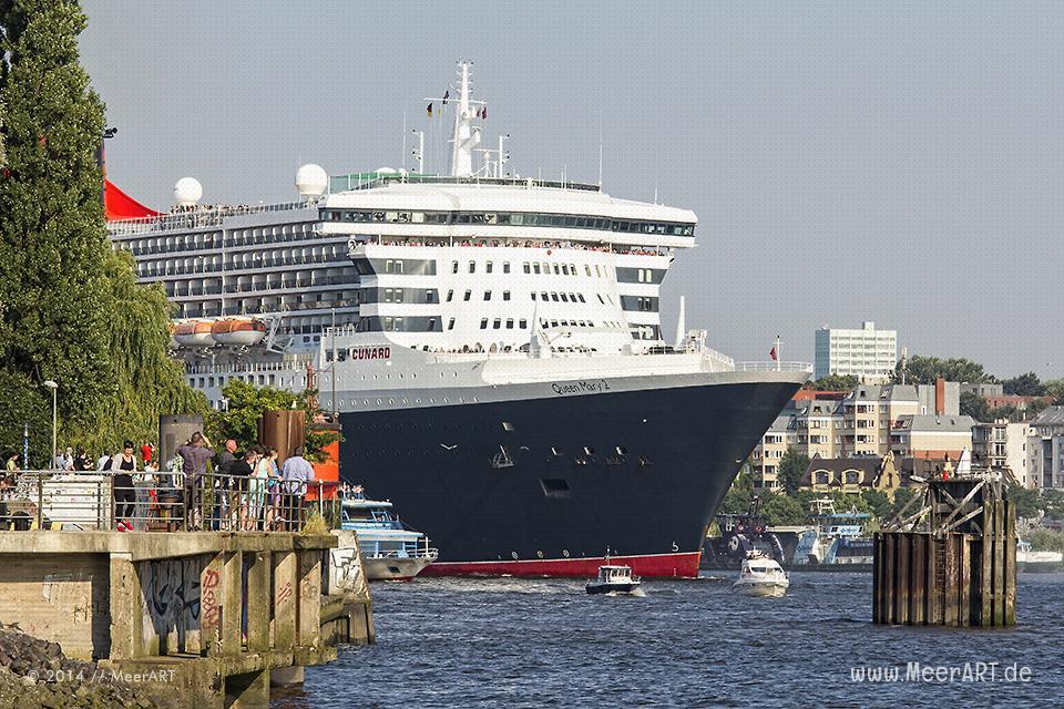 """Die """"QUEEN MARY 2"""" beim Einlaufen in de Hamburger Hafen am 19.07.2014 zum 10 jährigen Jubiläum // Foto: MeerART"""