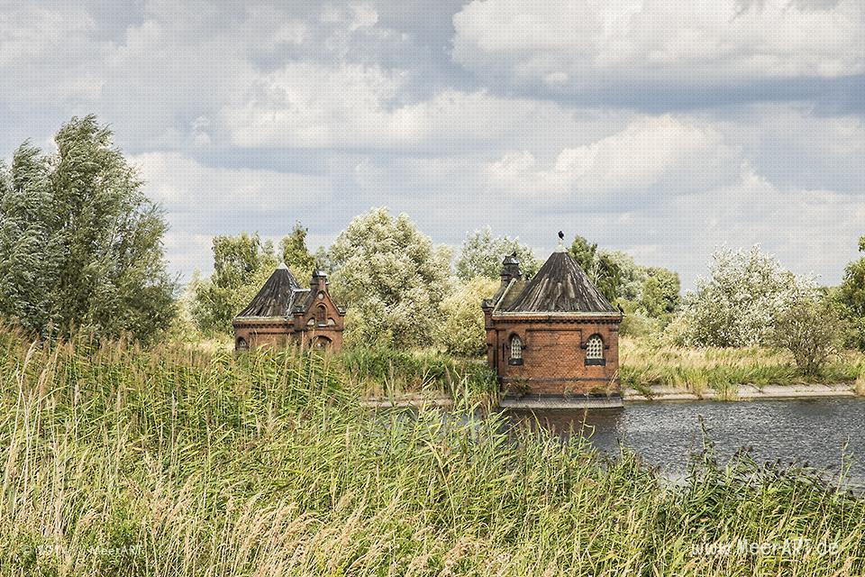 """Alte Pumpenhäuschen am Filterbecken des ehemaligen Wasserwerkes auf der Elbinsel """"Kaltehofe"""" in Rothenburgsort // Foto: Meerart"""