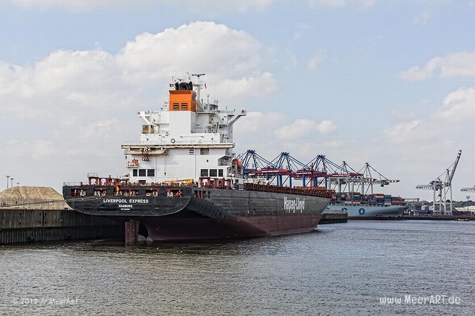 """Das Containerschiff """"LIVERPOOL EXPRESS"""" der Hapag-Lloyd (IMO: 9232565) am Kai im Kaiser-Wilhelm-Hafen in Hamburg-Steinwerder // Foto: R. Kerpa"""