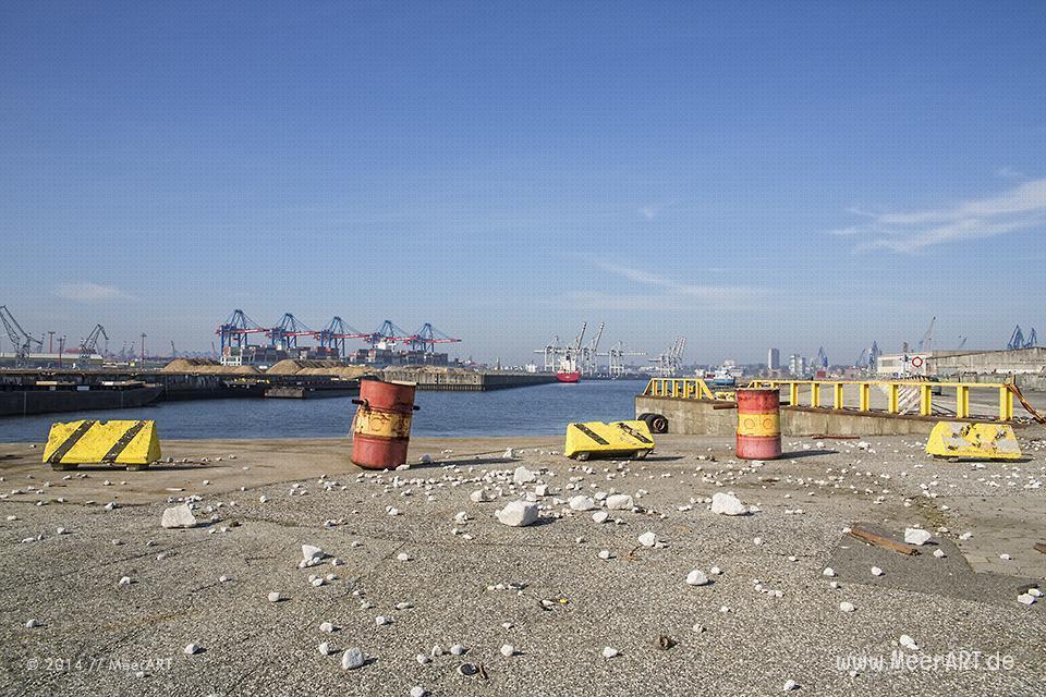 Blick auf das Hafenbecken im Kaiser-Wilhelm-Hafen in Hamburg-Steinwerder // Foto: R. Kerpa