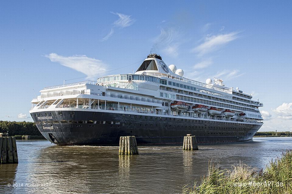"""Das Kreuzfahrtschiff """"PRINSEDAM"""" im Nord-Ostsee-Kanal an der Kanalweiche in Kudensee // Foto: MeerART"""