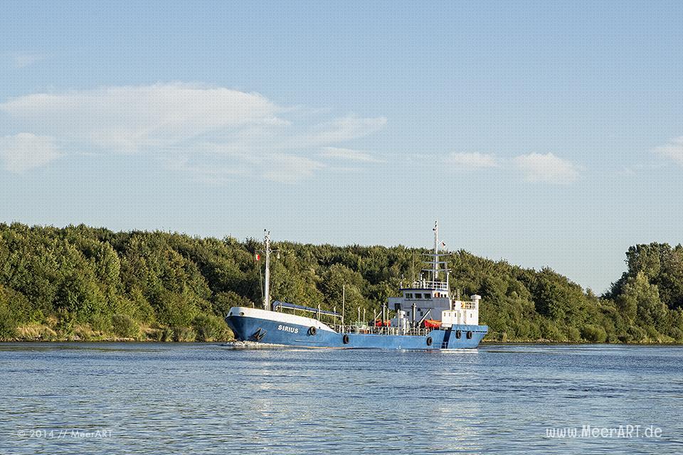 Der Tanker Sirius (IMO 8124503) im Nord-Ostsee-Kanal bei Hohenhörn // Foto: MeerART