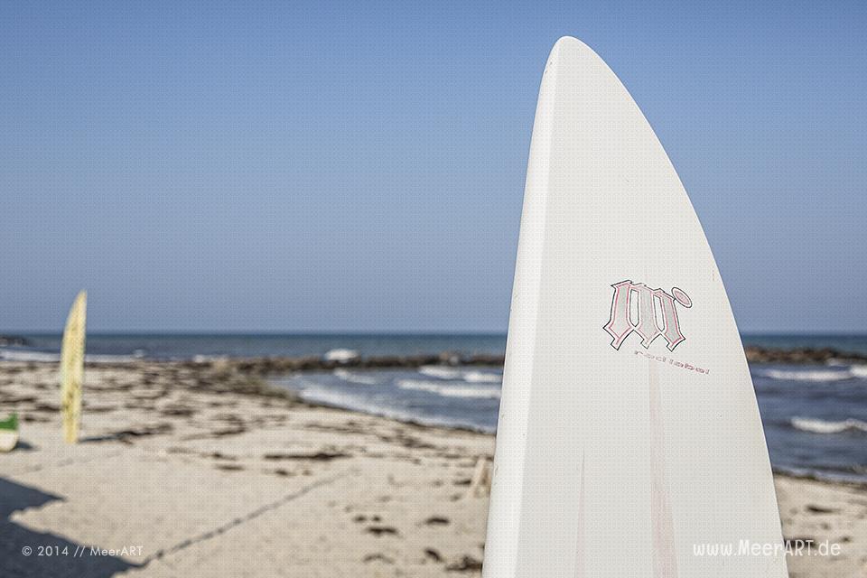 Surfbretter am Strand an der Ostsee bei Schönberg-Brasilien // Foto: MeerART