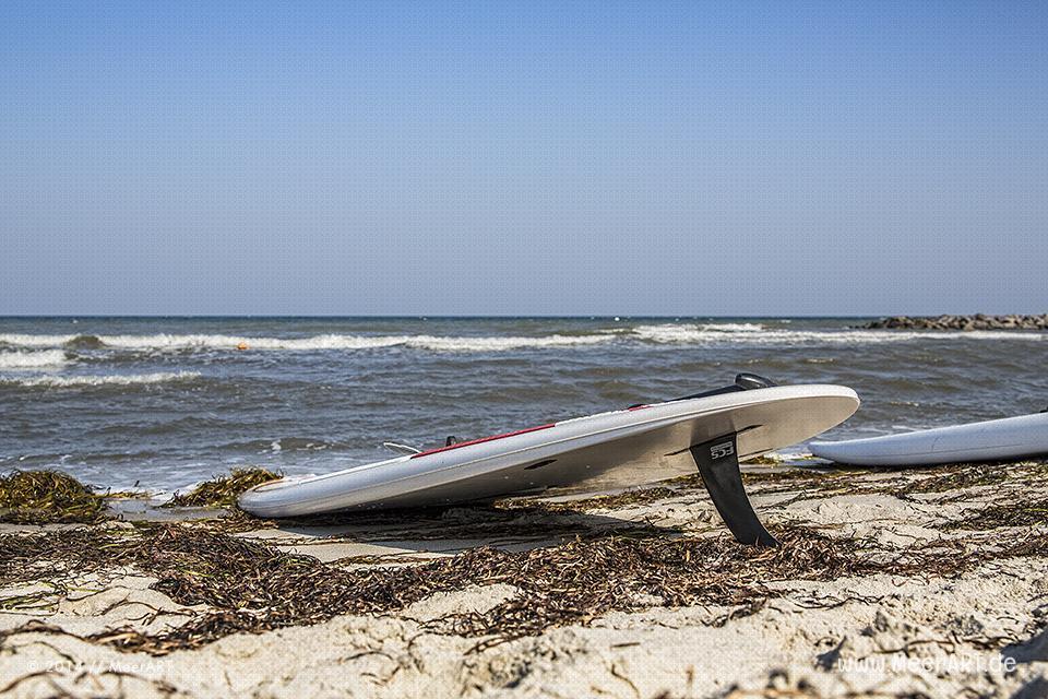 Surfbretter an der Ostsee bei der Surfschule am Schönberger Strand // Foto: R. Kerpa