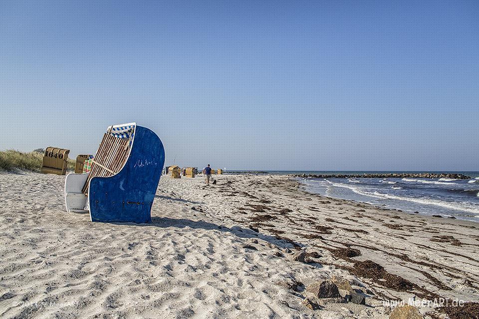 Strandkörbe an einem Strandabschnitt in Schönberg-Kalifornien // Foto: MeerART