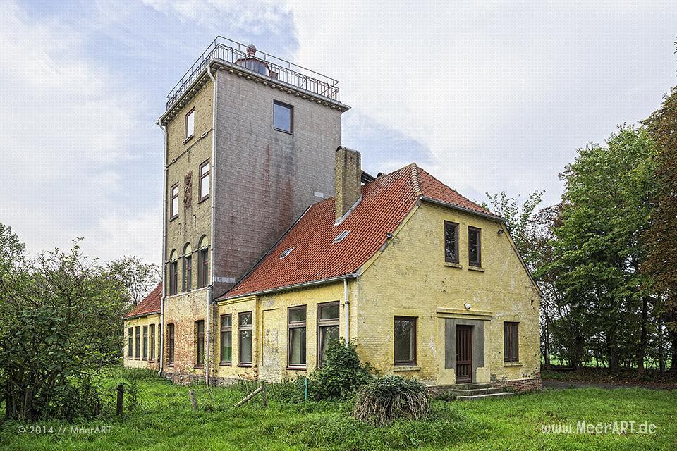 Der alte, von den Dänen erbaute Leuchtturm in Marienleuchte auf Fehmarn // Foto: MeerART