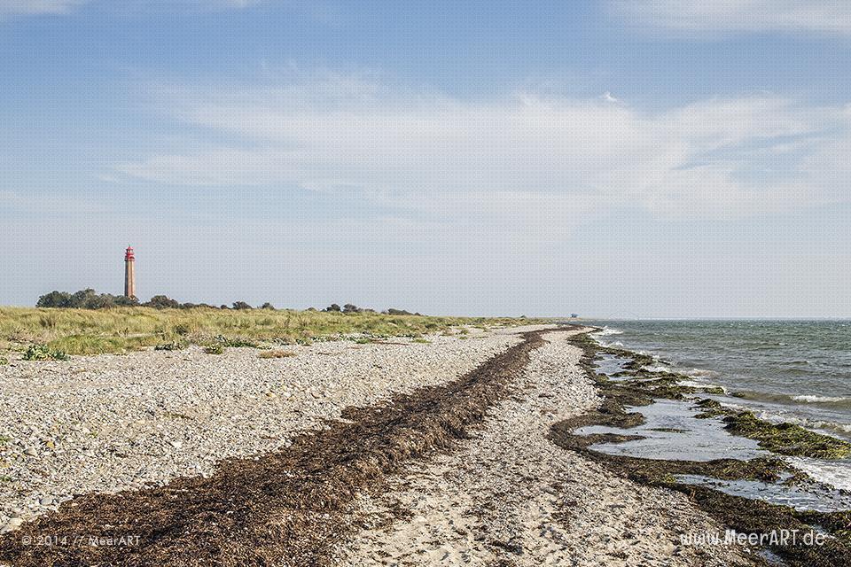 Der Leuchtturm Flügge am Flügger-Strand auf der Ostseeinsel Fehmarn // Foto: MeerART