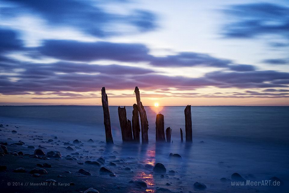 Sonnenuntergang an einem Strandabschnitt in Wallnau auf der Ostseeinsel Fehmarn // Foto: R. Kerpa