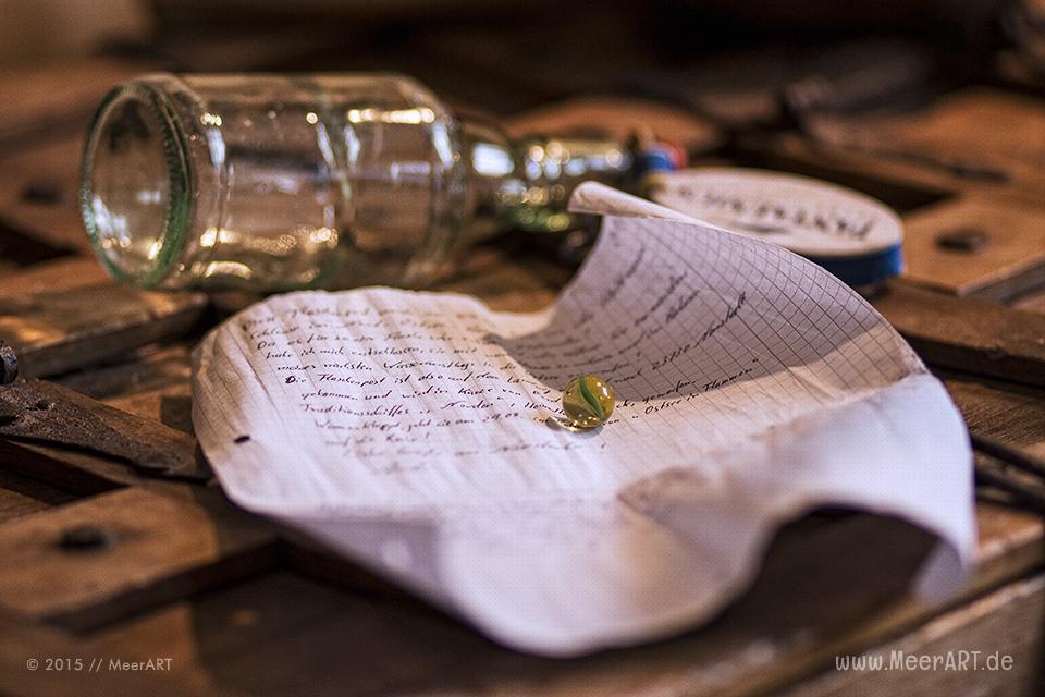 Eine auf der Elbinsel in Geesthacht gefundene Flaschenpost aus Kiel // Foto: MeerART
