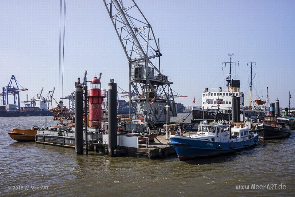 Impressionen aus dem schönen Hamburg Oevelgönne mit seinem Museumshafen und der alten Architektur // Foto: MeerART
