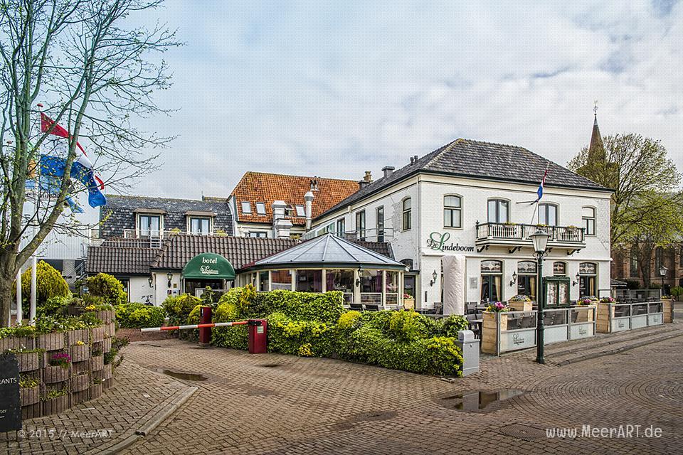 Das Hotel De Lindeboom am Groeneplaats in Den Burg auf der Insel Texel // Foto: MeerART