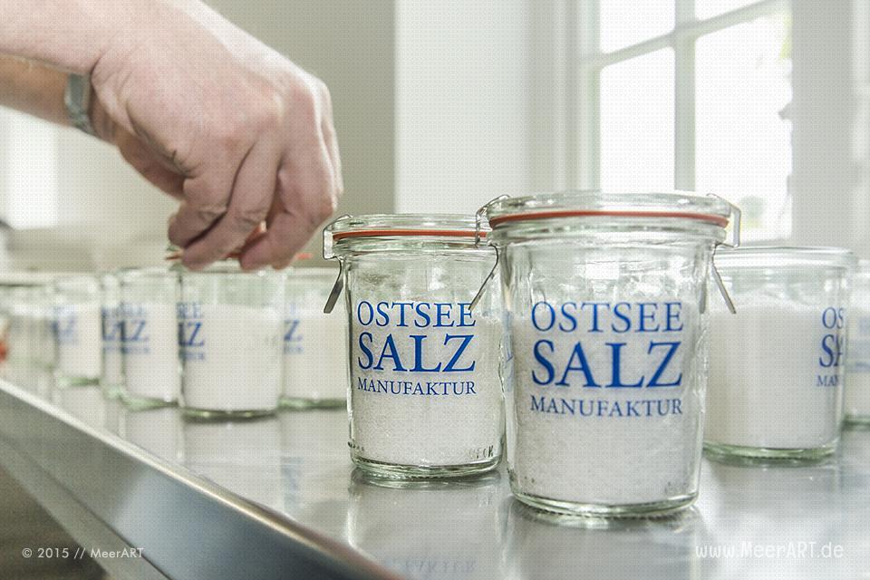 Ein regionales und handgearbeitetes Meersalz ohne Zusatzstoffe produziert von der Ostseesalz-Manufaktur // Foto: MeerART