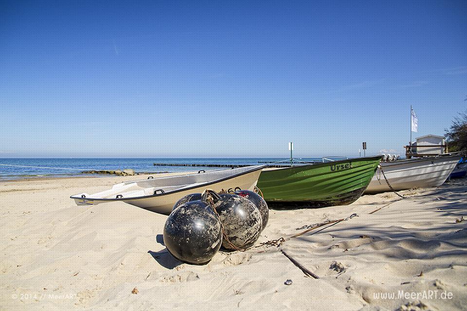 Boote an einem Strandabschnitt an der Ostsee in Kühlungsborn // Foto: MeerART