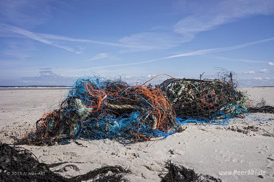 Fischernetzte am Nordseestrand von Amrum // Foto: MeerART