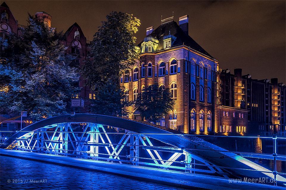 """Impressionen vom """"BLUE PORT 2015"""" in Hamburg, eine Lichtinstallation von Michael Batz in Hamburg // Foto: MeerART"""