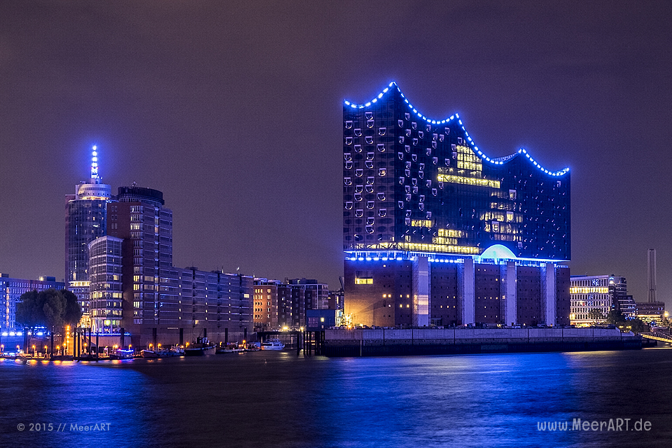 "Impressionen vom ""BLUE PORT 2015"" in Hamburg, eine Lichtinstallation von Michael Batz in Hamburg // Foto: MeerART"