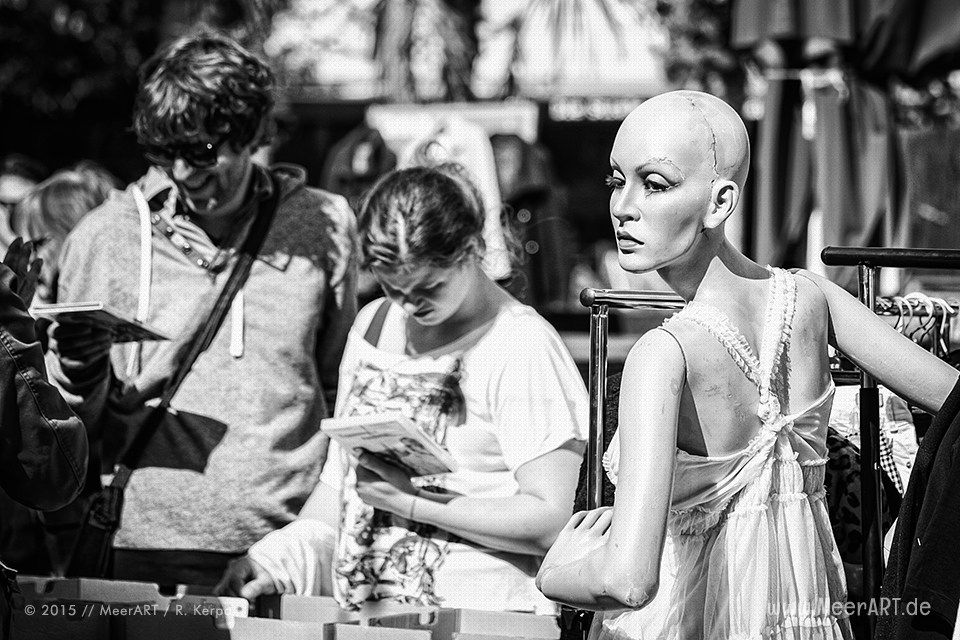Eine Schaufensterpuppe (mit Narben) auf einem Flohmarkt St. Pauli // Foto: Ralph Kerpa