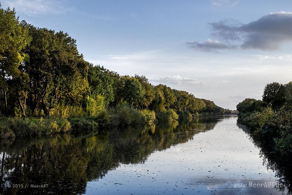 Ein Herbsttag am Kanal in der Naehe der Dueckerschleuse bei Witzeeze // Foto: MeerART