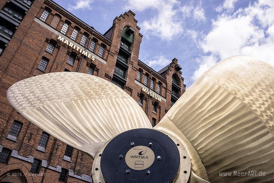 Schiffsschraube vor dem Maritimen Museum in Hamburg // Foto: MeerART