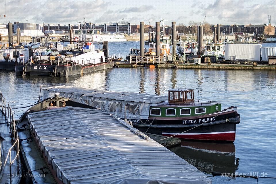 Das Hafenmuseum Hamburg am Bremer Kai im Hanshafen im Dezember 2015 // Foto: MeerART