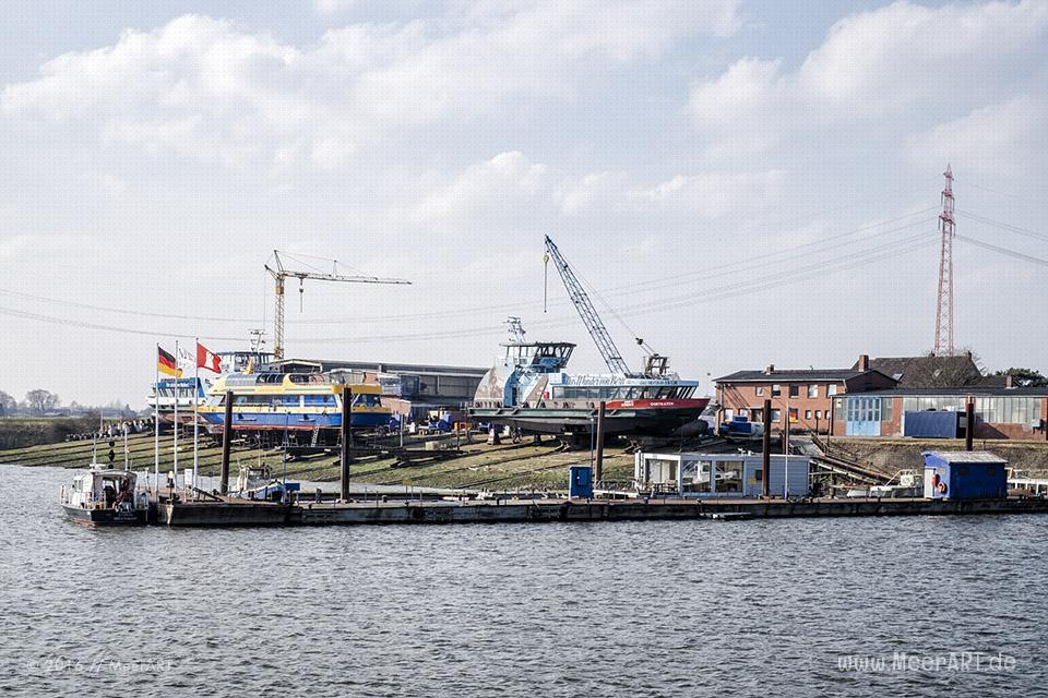 Blick auf die Werft im Hafen von Oortkaten // Foto: MeerART