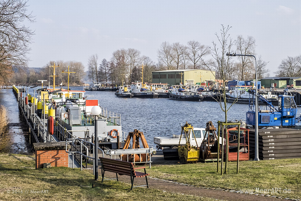 """Die Eisbrecherflotte an ihrem Sommerliegeplatz im Hafenbecken """"Toter Arm"""" in Geesthacht // Foto: MeerART"""