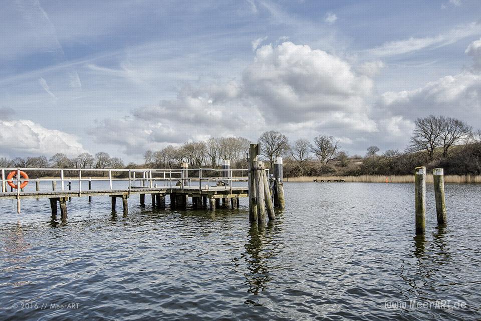 """Das Fährhaus Missunde mit seinen """"Schlei-Suiten"""" und dem """"Yachtclub Royal"""" mit seine idyllischen Lage direkt an der Schlei // Foto: MeerART"""