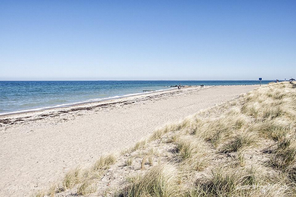 Naturstrand und Steilküste in Heiligenhafen auf der Halbinsel Wagrien an der Ostsee // Foto: MeerART