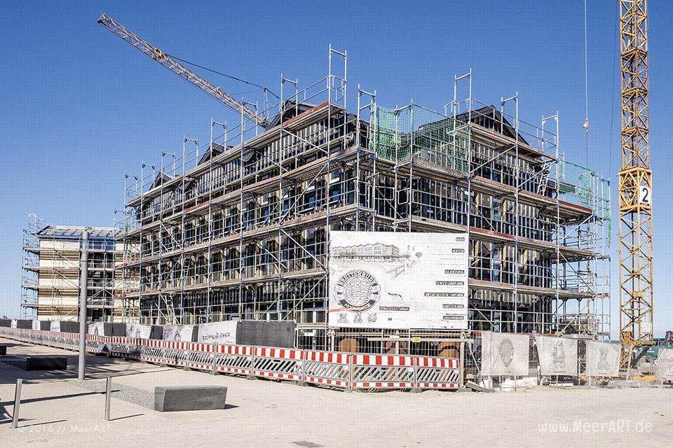 Baustelle mit Hotels und Ferienwohnungen in Heiligenhafen auf der Halbinsel Wagrien an der Ostsee // Foto: MeerART