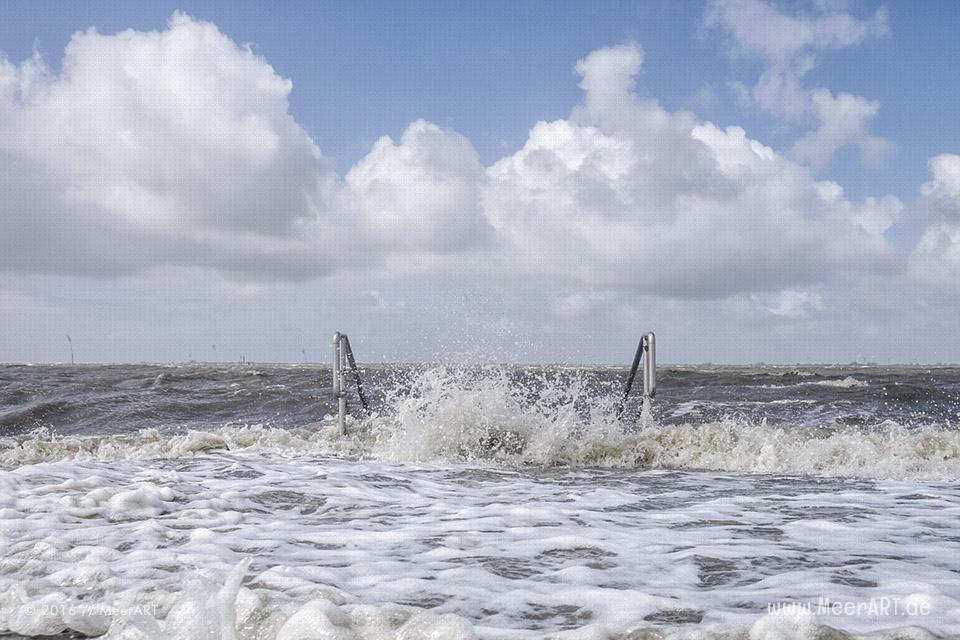 Badestrand an der Nordseeküste bei Husum in Nordfriesland // Foto: MeerART