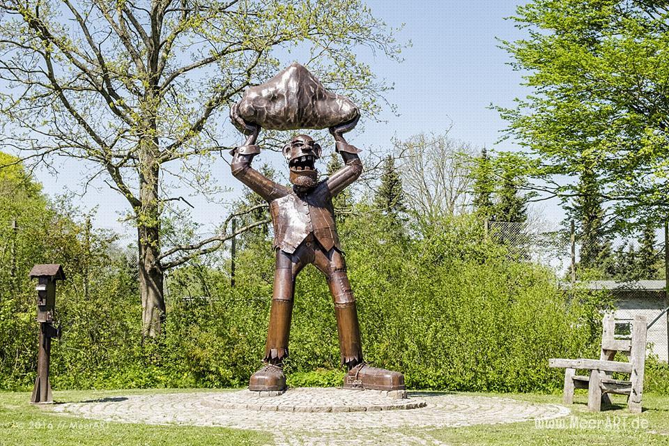 Der Riese von Ulsnis vom Stahlkünstler Andi Feldmann // Foto: MeerART