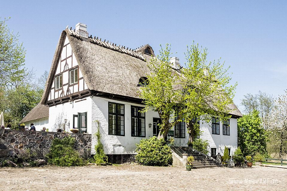 "Das idyllisch gelegene ""Café Lindauhof"" an der Schlei // Foto: MeerART"