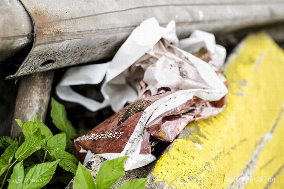 """Unterstützung für die Aktion von Kiezpopkorn """"Blinde, die auf Plastik starren"""" // Foto: MeerART"""