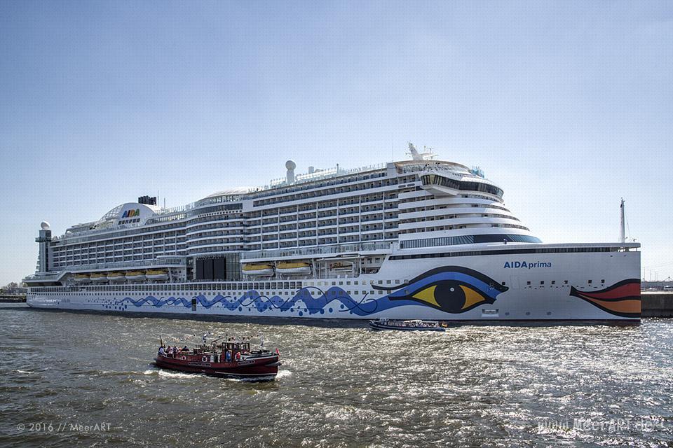 """Das Kreuzfahrtschiff """"AIDAprima"""" an ihrem Liegeplatz am Cruise Center Steinwerder kurz vor der Schiffstaufe // Foto: MeerART"""
