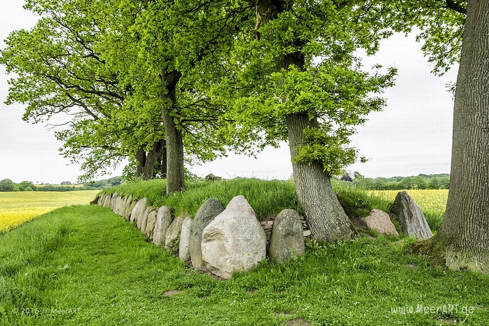 Langgrab mit drei Grabkammern (Dolmen) bei Waabs/Karlsminde // Foto: MeerART