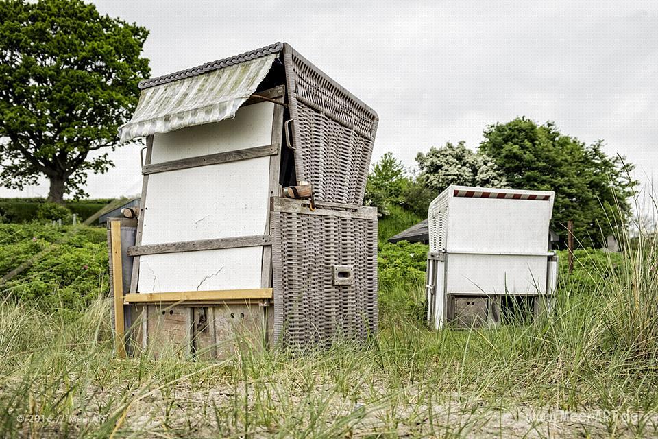 Strandkörbe an einem Strandabschnitt an der Ostsee bei Langholz // Foto: MeerART