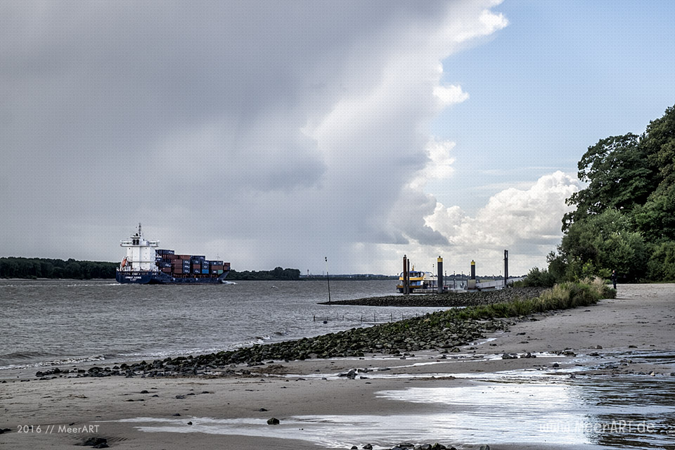 "Das Containerschiff ""CONMAR AVENUE"" (IMO 9483358) auf der Unterelbe bei Wedel // Foto: MeerART"